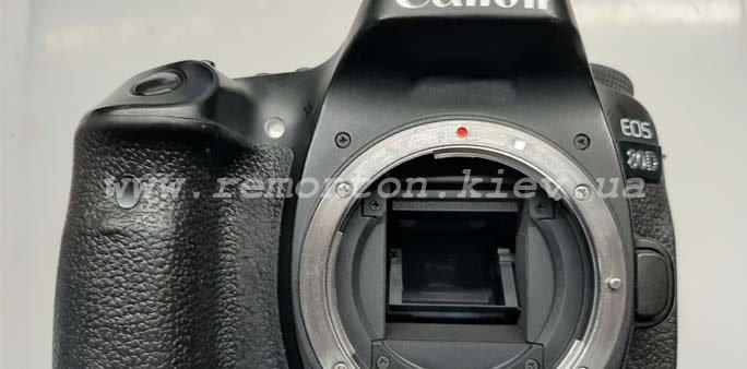 Ремонт фотоаппарата Canon 80D – не видит карту памяти