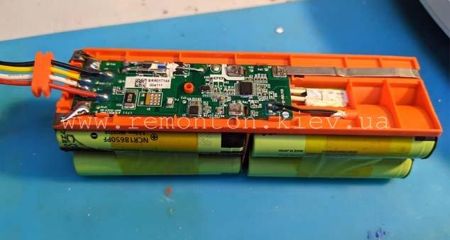 Замена батарей в пылесосе роботе Xiaomi
